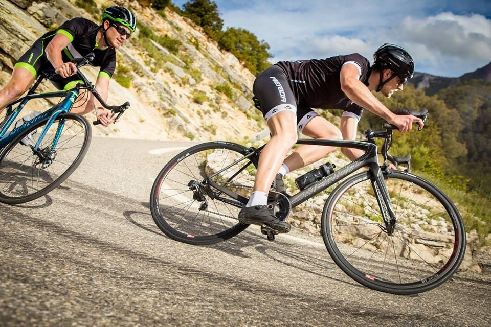 Đạp xe đạp có bị to bắp chân không?