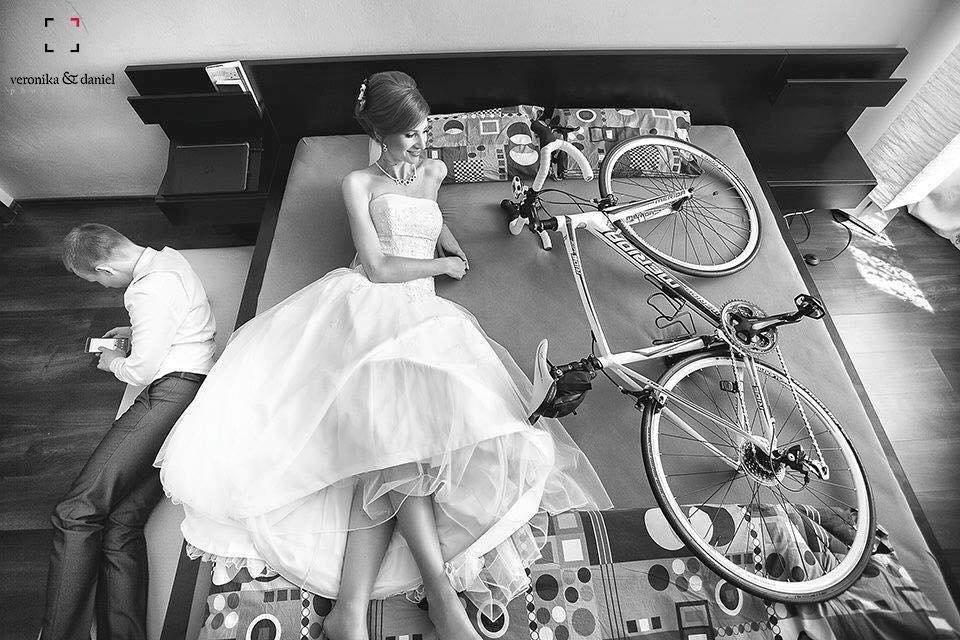 Những bức ảnh cưới xe đạp  siêu ấn tượng từ thủa \'ông bà anh\' đến thời 4.0